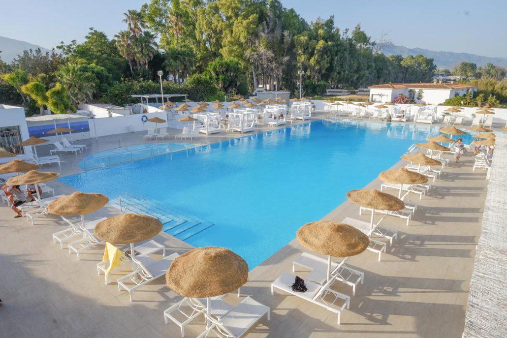 El ancla restaurante en marbella piscina de agua salada - Piscinas de agua salada ...